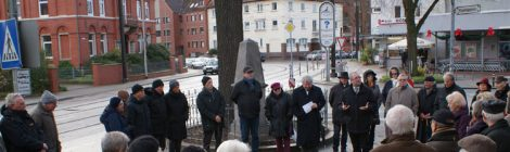 18.11. – Kranzniederlegung am Denkmal